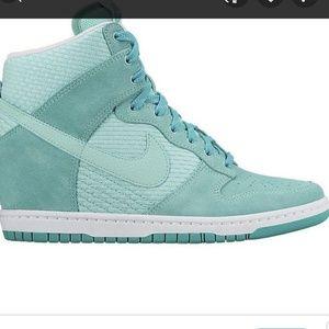 Nike dunk sky high essential